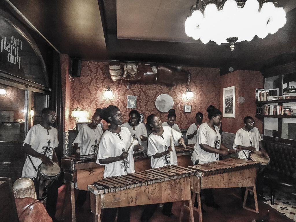 Namib Marimbas @ Irish Pub St.Gallen, © 2015 Peter Hummel, report h+h