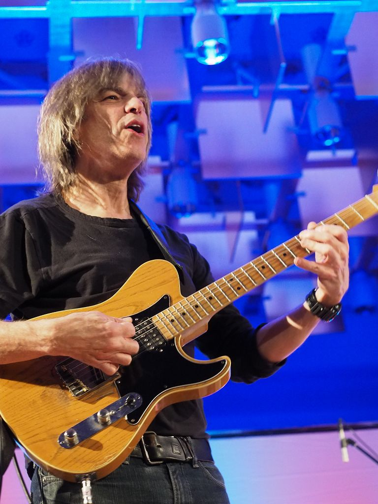 Mike Stern Band feat. Dennis Chambers, Bob Franceschini & Tom Kennedy @ Tonhalle St.Gallen 2015 © Peter Hummel, report h+h